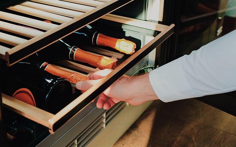 #3 Aposte nas adegas para ter o vinho perfeito sempre à mão