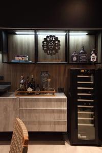 Modelo de bar e adega desenvolvido por Shirley Proença Studio
