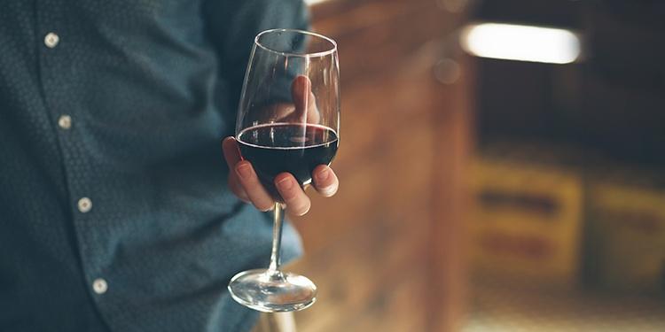Manual de etiqueta do vinho- como servir e degustar adequadamente