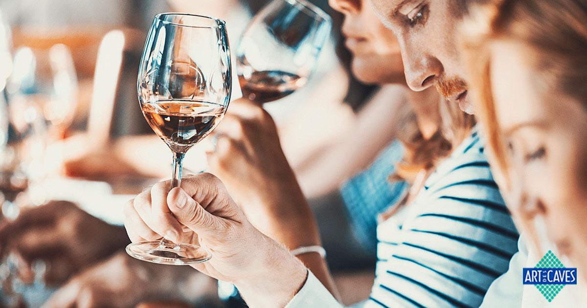 Como é feita a degustação de vinhos?